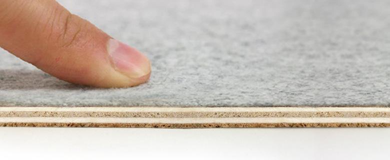 床にキズが付かないように裏に布を使用
